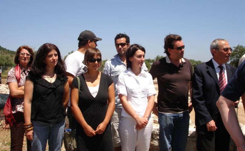 Ceci est une photo de Miguel Pessoa, responsable de la villa et ses collaborateurs, le 13 juillet 2008.