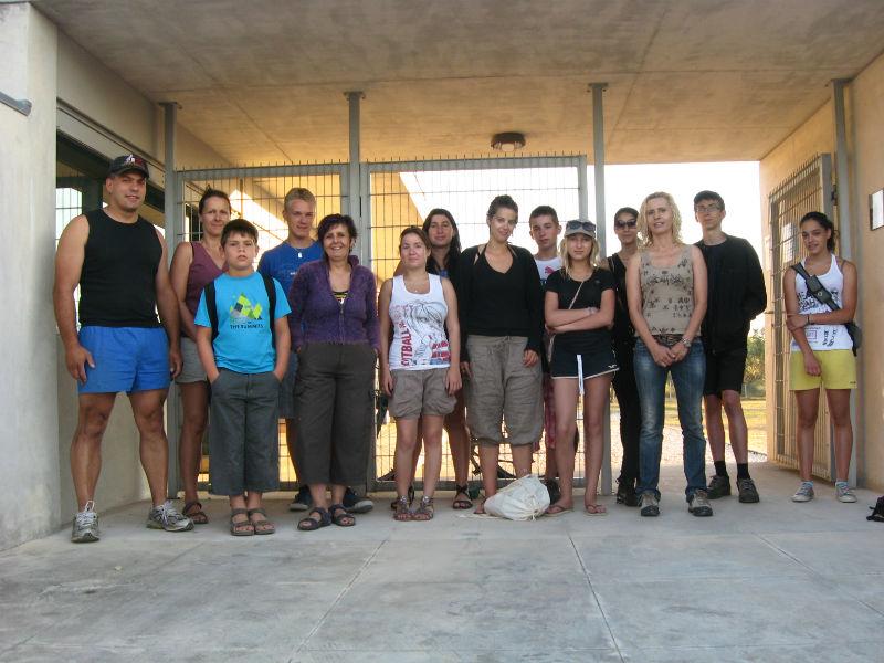 Ceci est une photo de groupe devant la villa de rabaçal en juillet 2012.