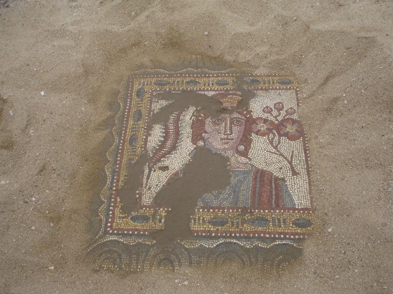 Ceci est une photo du pavement en mosaïque illustrant le Printemps à Rabaçal.