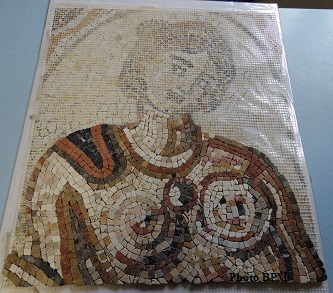 Mosaique de JMarie, en marbres, terres cuites, travertin représentant la nymphe Inô exposée au musée Saint-Raymond à Toulouse.