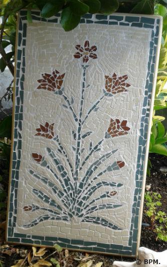 Ceci est une photo de la mosaique de Blandine, en tout en grès cérame représentant un motif indien.