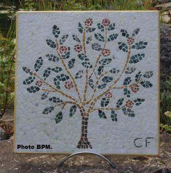 Mosaique de Cécile, tout en marbre, représentant un arbre de vie.
